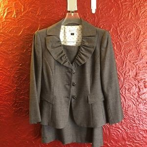 Tahari Suit (2 piece set)